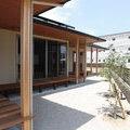 嘉穂郡桂川町:和風住宅、ウッドデッキが囲む家、平屋住宅、ガレージと掘りごたつのある家➂